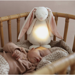MOONIE FRIEND - POWDER - SOVEBAMSE MED LYD OG NATTLAMPE